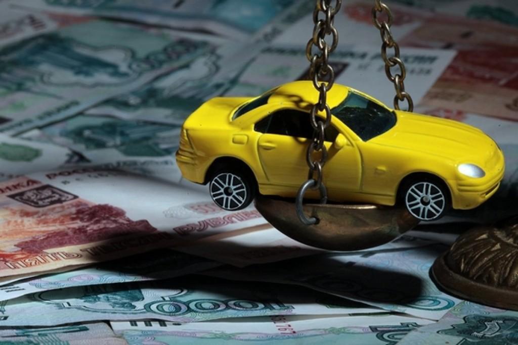 Макет машины и деньги