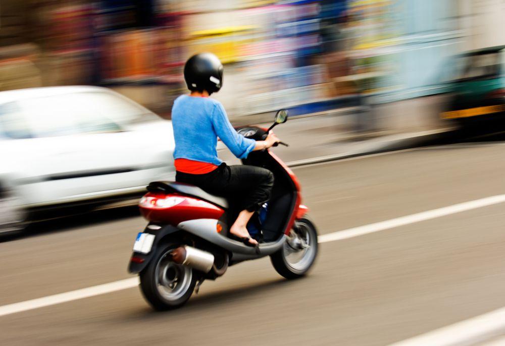 Нужны ли права на скутер и мопед в 2019 году?