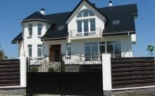Обмен дома на квартиру с доплатой – плюсы и минусы